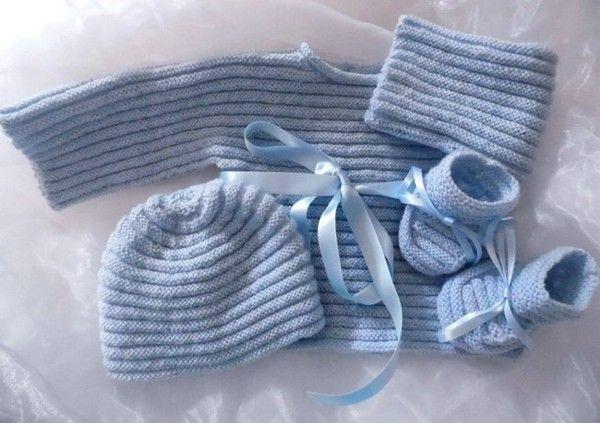 Tricot-fait-main layette bébé brassière bleue